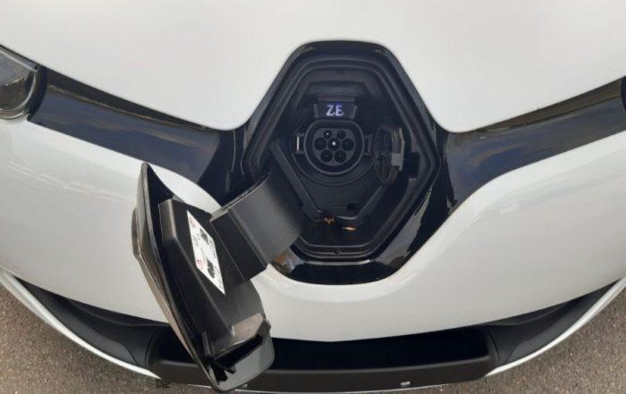 Location d'un véhicule de société pour une agence de marketing à Beauvais dans l'Oise (60) - Renault Zoé Pack GPS - Vue3