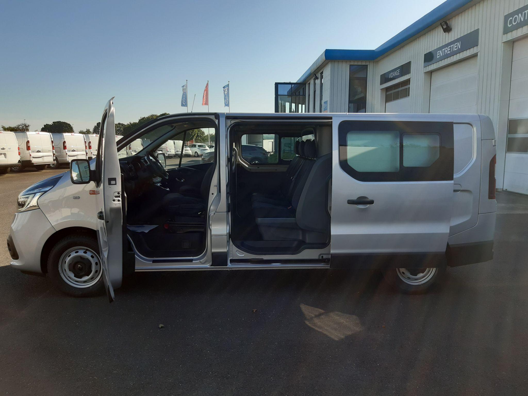 Location longue durée d'un fourgon compact double cabine - Renault Trafic L2H1 Cabine approfondie - Vue2