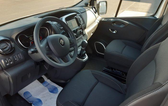 Location longue durée d'un fourgon compact double cabine - Renault Trafic L2H1 Cabine approfondie - Vue3