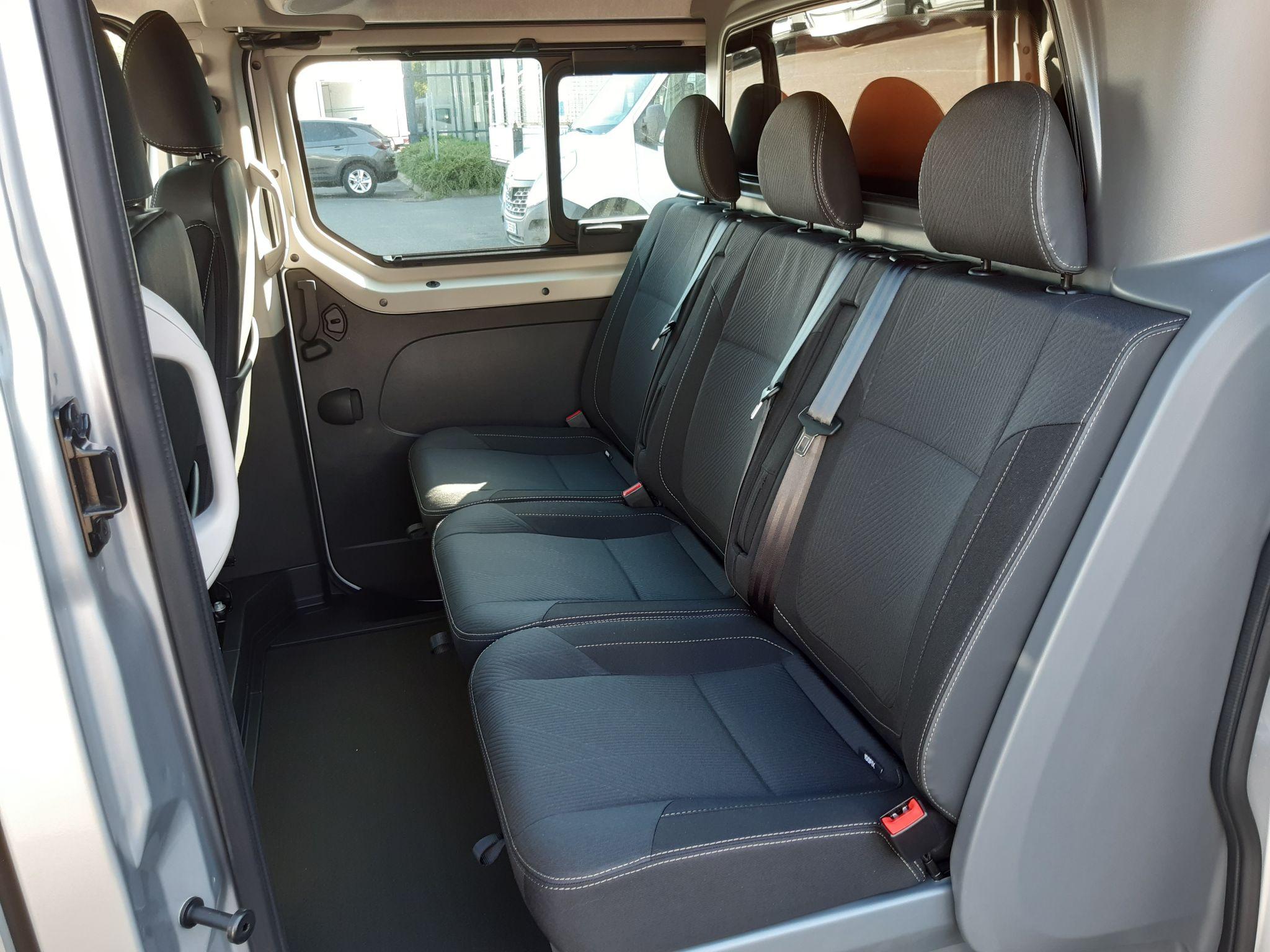 Location longue durée d'un fourgon compact double cabine - Renault Trafic L2H1 Cabine approfondie - Vue4