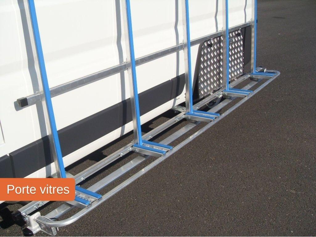 Porte vitres pour un véhicule utilitaire